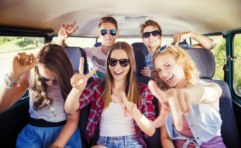 On entend parséjour linguistique de courte durée tout séjour à l'étranger, d'une durée allant généralement de une à 4 semaines, mais pouvant aller dans certains cas jusqu'à 10 à 12 semaines, principalementaxé sur l'apprentissage d'une langue étrangère par le biais de cours et/ou d'une immersion dans le pays.