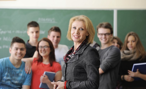 élèves et enseignant en voyage éducatif